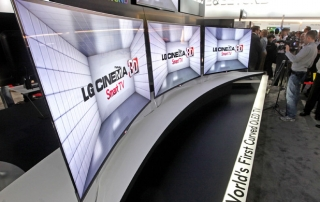 LG gerkümmter OLED TV mit 55 Zoll