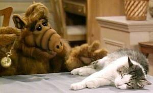 """Alf hypnotisiert Lucky """"Du bist ein Krapfen"""""""