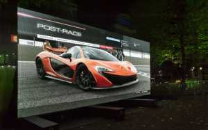370 Zoll 4K TV beim Xbox One Launch in UK