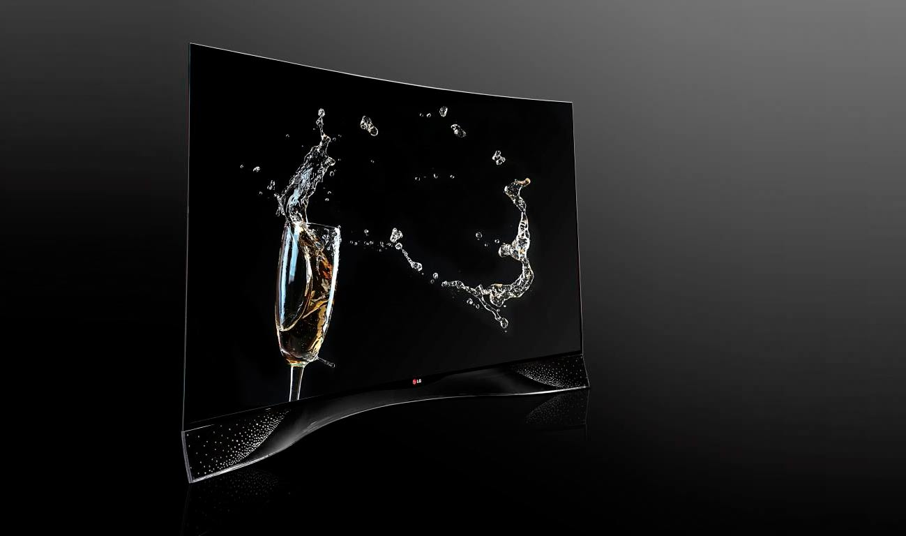 LG curved OLED TV mit 460 Swarovski Kristallen