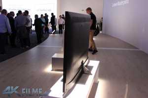 Loewe Reference 4K TV von der Seite