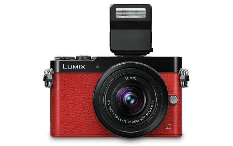 Panasonic LX100 in Rot mit Blitzlicht