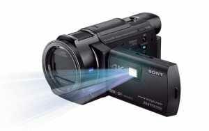 Ein integrierter Projektor zeigt aufgenommene Videos (Sony FDR-AXP33)