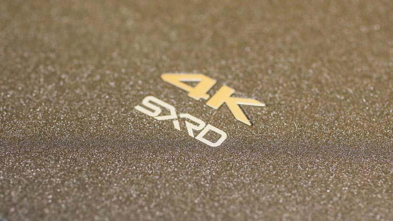 Menübuttons an der Seite des Sony-VPL-VW350ES