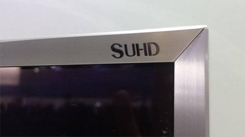 SUHD Logo auf dem Rahmen des UE65JS8590