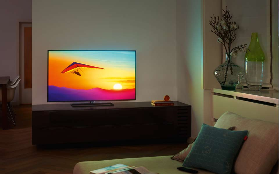 neue philips 4k fernseher mit android und ambilight 4k filme. Black Bedroom Furniture Sets. Home Design Ideas