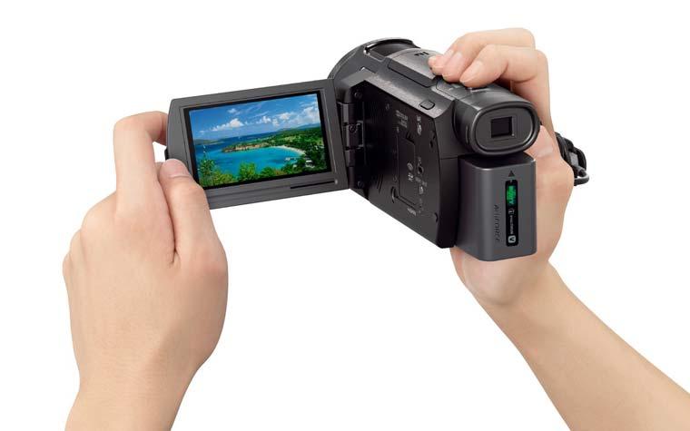 Sony FDR-AX33 nimmt 4K Videos mit bis zu 100 Mbit im XAVC-S Format auf.