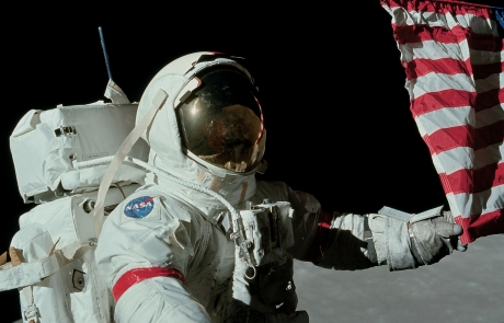 Apollo_17_Astronaut_Eugene_Cernan_Last_Man_on_the_Moon_US_flag_Year_1972