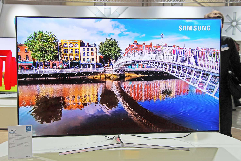 Fronansicht des flachen SUHD TVs KS8090