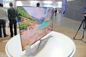 KS8090 SUHD TV aus der Perspektive
