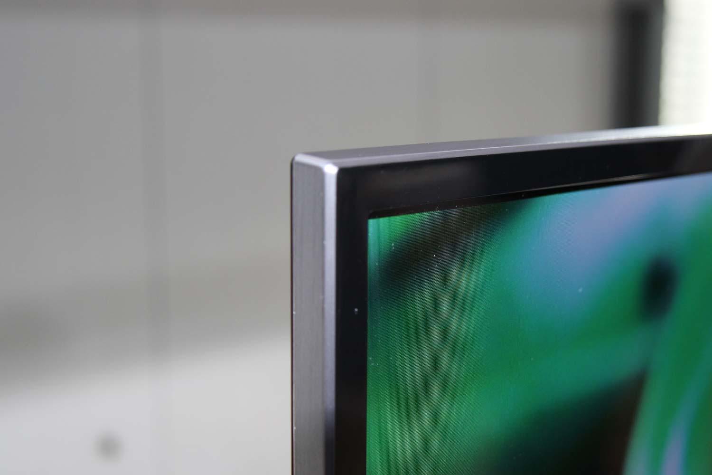 Ein schmaler Rahmen mit einem nahtlos übergehenden Metall-finish