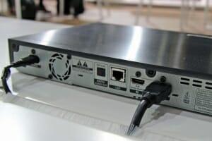 Der UBD-K8500 kommt mit zwei HDMI 2.0 Ausgängen. So können Ton und Bild getrennt übertragen werden.