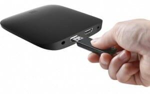 Ein HDMI 2.0a Ausgang, ein SPDIF/3.5mm Klinge-Anschluss und ein USB 2.0 Eingang auf der Rückseite