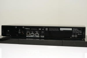 Anschlüsse auf der Rückseite des DMP-UB700 (mit zwei HDMI-Ausgängen)