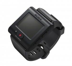Die Fernbedienung RM-LVR3 Mit Adapter-Halterung und Armband ist im Lieferumfang enthalten.