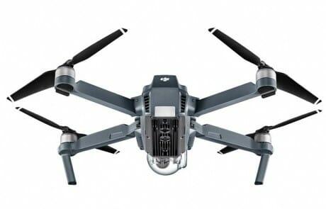 Die Sensoren auf der Unterseite der Drohne sind gut erkennbar