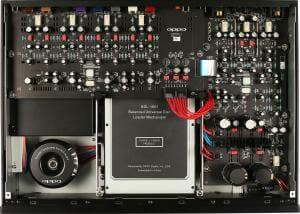 Saubere Verarbeitung. Viele technische Komponenten und trotzdem kommt der UDP-205 ohne Lüfter aus.