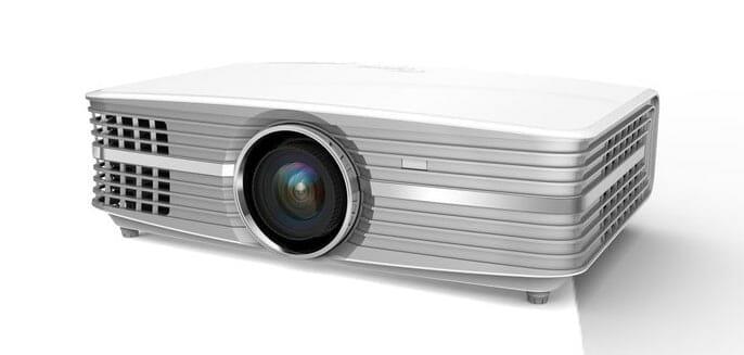 Der Optoma UHD60 bietet keine native 4K Auflösung, kann dafür mit 3.000 Lumen Lichtleistung, High Dynamic Range und einem attraktiven Preis punkten
