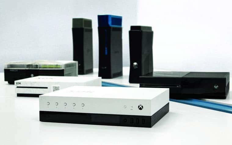 Das Dev-Kit der Xbox Scorpio verfügt über ein OLED-Display an der Front, fünf Funktionstasten und drei USB-Eingänge