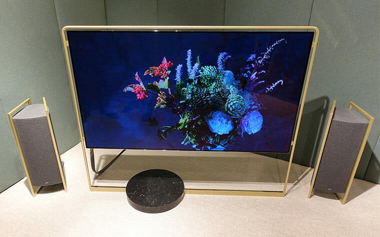 loewe bild x concept oled tv mit externer anschluss box 4k filme. Black Bedroom Furniture Sets. Home Design Ideas