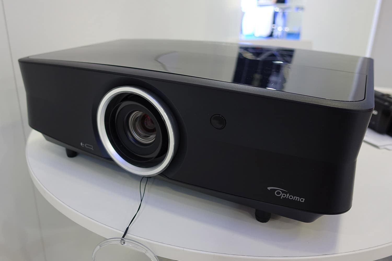 Frontansicht des UHD65 Laser 4K Projektors