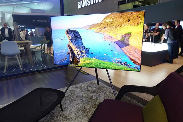 Samsung hört auf seine Kunden und bringt den Q8F QLED mit flachem Display in den Handel