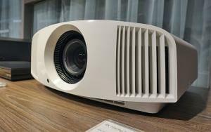 Sony VPL-VW260ES 4K Projektor verspricht echtes 4K Heimkino für unter 5.000 Euro