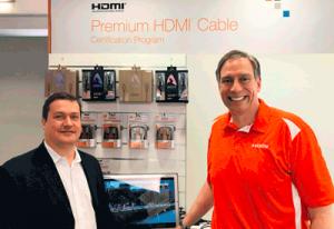 Rob Tobias (im Bild rechts), CEO HDMI-Licensing LL., und Avinity Produktmanager Carsten M. Bröcker (links) auf der IFA 2017