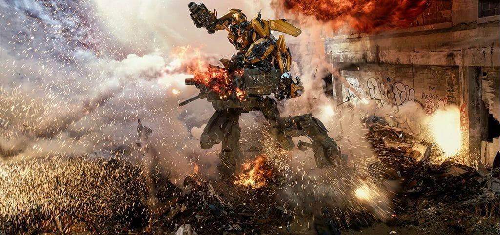 """Bumblebee zerlegt einen """"Läufer"""" im Funken-Regen. Das CGI von Transformers 5 ist wirklich gut gemacht."""
