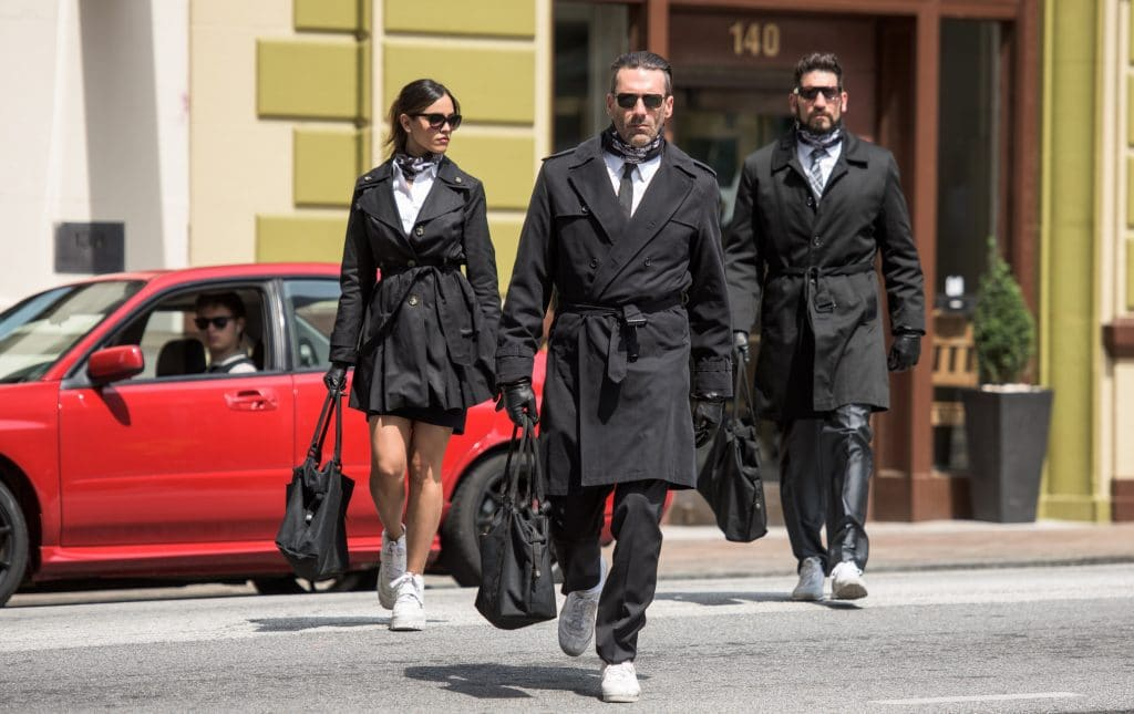 Gehen drei Bankräuber in ein Schmuckgeschäft...