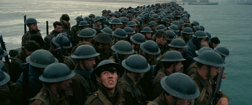 Die britischen Soldaten sitzen am Strand von Dünkirchen in der Falle