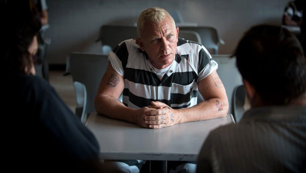 Der in Haft sitzende Joe Bang (Daniel Craig) wird ins Boot geholt