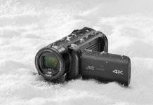 Schlechtes Wetter ist dem JVC GZ-RY980 4K Camcorder egal. Geschützt gegen Wasser, Stöße, Frost und Staub.