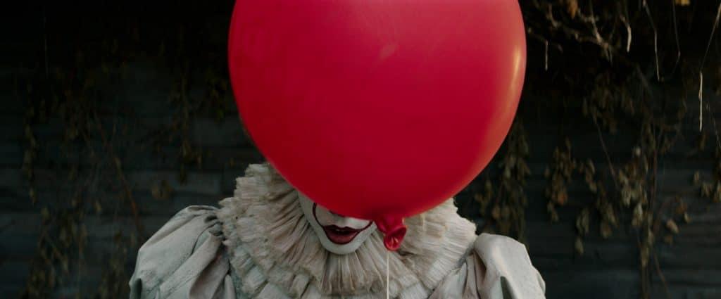 Die Neuinterpretation von Horror-Clown Pennywise wird von Schauspieler Bill Skarsgård perfekt in Szene gesetzt
