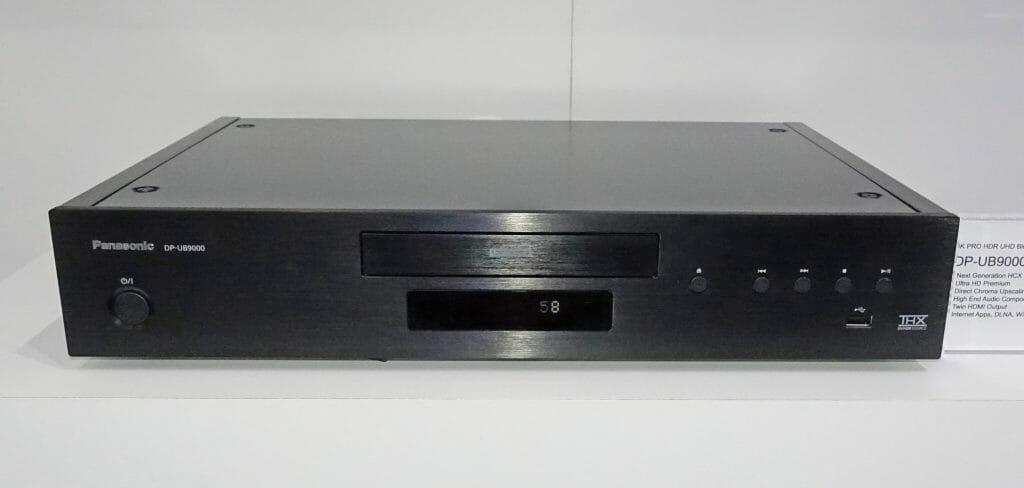 Das Chassis des DMP-UB9000 ist komplett aus Metall gefertigt, unterstreicht den Referenz-Charakter, hat aber auch einen praktischen Nutzen