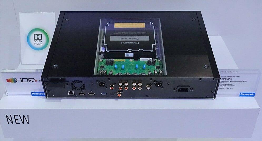 Diese Version mit Plexiglas dient nur zur Veranschaulichung des neuen Aufbaus und präsentiert entsprechend das neue 4K UHD Blu-ray Laufwerk. Kann also leider nicht käuflich erworben werden