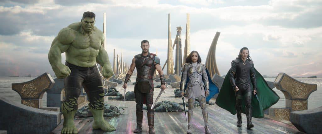 Hulk, Thor, Valkyrie und Loki. Dem Film merkt man die Anleihen von Guardians of the Galaxy einfach an