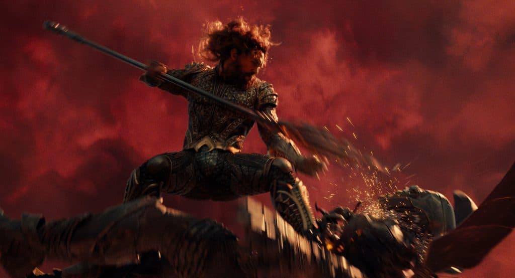 """Das Dolby Vision Bild liefert ein etwas """"lebendigeres"""" Bild und erlaubt höhere Lichtspitzen und mehr Details in den dunklen Bildbereichen - Im Bild Aquaman (Jason Momoa)"""