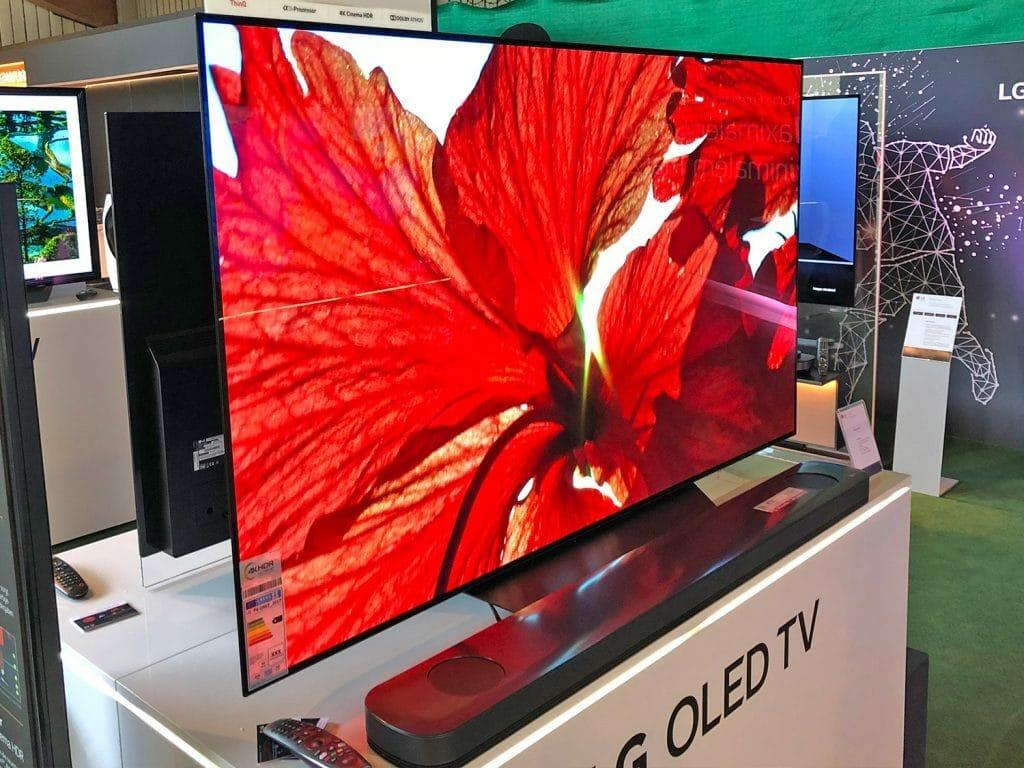 Anscheinend bleibt der LG OLED TV der B8 Serie (mit 55 & 65) von dem Problem verschont. Grund hierfür könnte der kleinere Alpha 7 Prozessor sein
