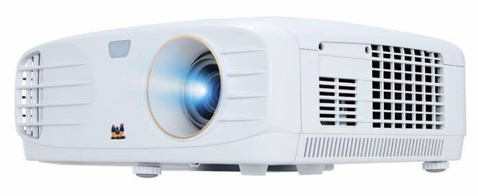 Der Viewsonic PX747-4K wird mit einer maximalen Helligkeit von 3.500 Lumen beworben. Kalibriert sinkt dieser Wert aber teils drastisch