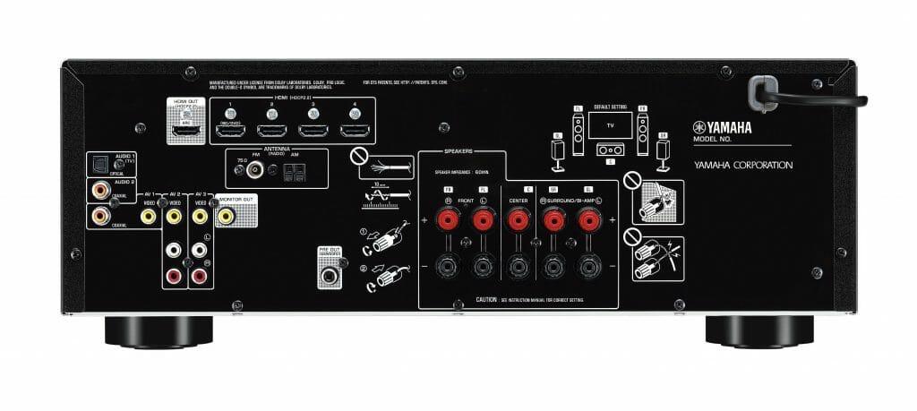 Yamaha beschränkt sich bei der Auswahl der Anschlüsse auf das Wesentliche. An der Front stehen zusätzliche Steckverbindungen zur Verfügung