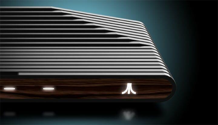 Die Collectors Edition der Atari VCS kommt mit Holzoptik an der Front