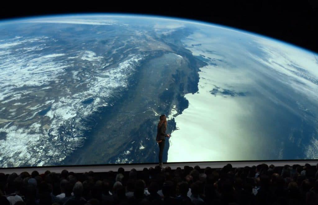 Es gibt viele neue Bildschirmschoner, darunter auch Aufnahmen der ISS (International Space Station) in 4K & HDR