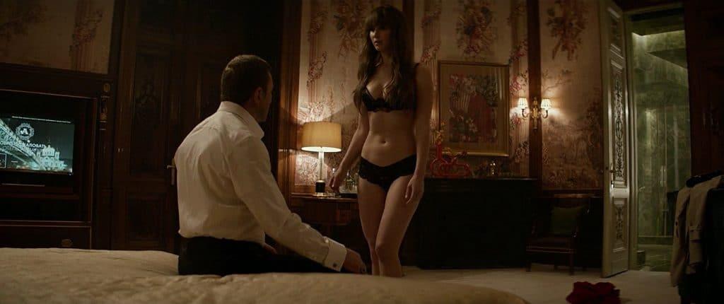 Jennifer Lawrence spielt eine russische Agentin die auch zu verführen weiß.