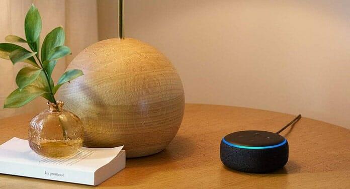 """Der Echo dot (3. Gen) aus 2018 mit angepassten Design fühlt sich nicht mehr wie ein """"Fremdkörper"""" im Zuhause an."""