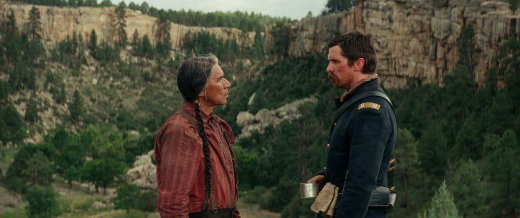 J. Blocker im Gespräch mit einem Cheyenne-Indianer