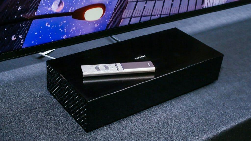 Die One Connect Box des Q900 8K TVs ist nochmals gewachsen. Bildquelle: Sarah Tew / Cnet