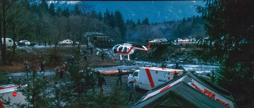 """Die Farbpalette von """"Rambo - First Blood"""" ist nicht unbedingt sehr breit. Viel dunkles Grün, Grau sowie ein paar rote """"Farbkleckse"""". Man beachte die gut lesbare Schrift auf der Ambulanz"""