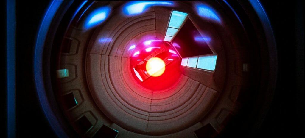 """HAL 9000 kann die Besatzung der """"Discovery One"""" nicht nur hören, sondern auch sehen"""