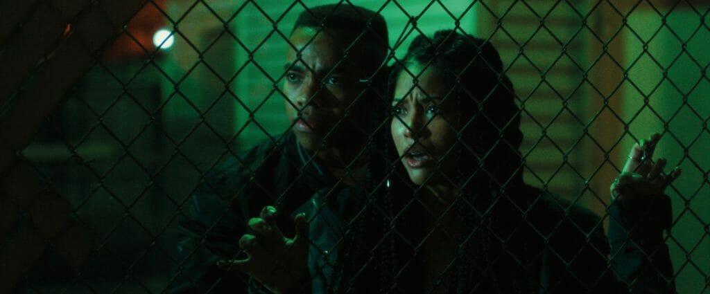 Dmitri (Y'lan Noel) und Nya (Lex Scott Davis) kämpfen in der Säuberungs-Nacht ums Überleben